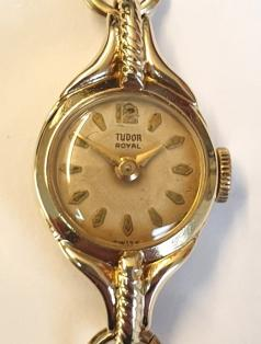 Ladies Rolex Tudor Royal manual wind dress watch in a 9ct gold case on a 9ct gold bracelet. Signed silvered dial with slight aging, gilt hour markers and polished gilt hands. Signed Swiss Tudor 21 jewel movement with case back hallmarked for Chester circa 1958 and numbered 320872.